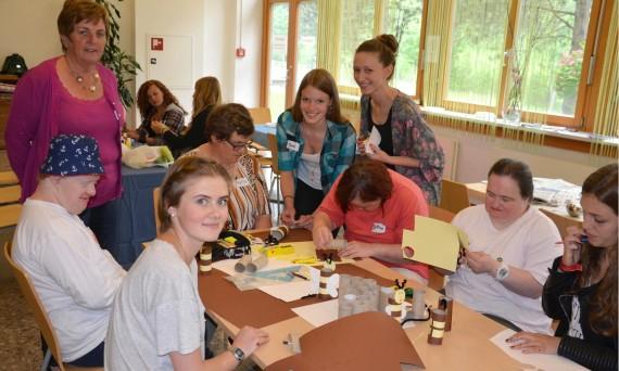 HBLW Saalfelden Schülerinnen gestalten einen kreativen Tag mit der Lebenshilfe