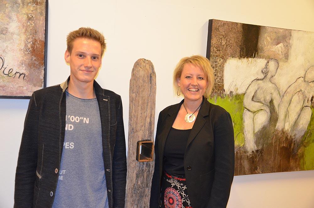 Die Skulpturen von Thomas Schwarz harmonieren sehr gut mit den Bildern seiner Mutter und Ausstellungspartnerin Tina Schwarz. Foto: Robert Kalss